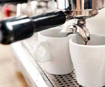 Как очистить кофемашину от накипи: нюансы и особенности разных моделей