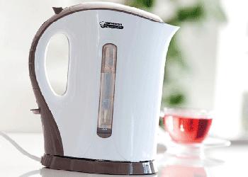 Электрический чайник из пластмассы