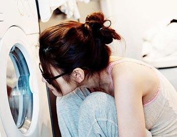 Стирка кроссовок в стиральной машине: можно ли и как?